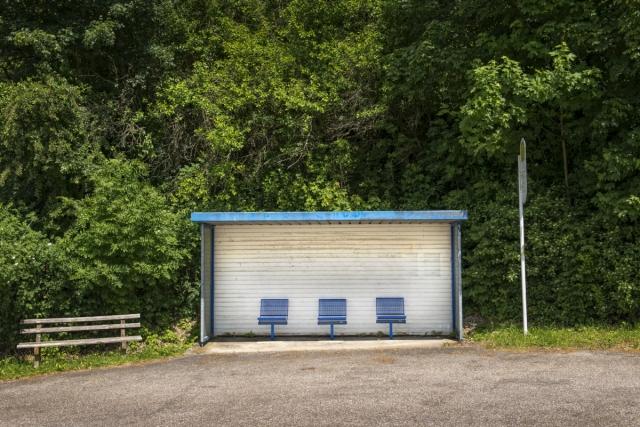 wjd-junge-wirtschaft-hinterland-bushaltestelle-1